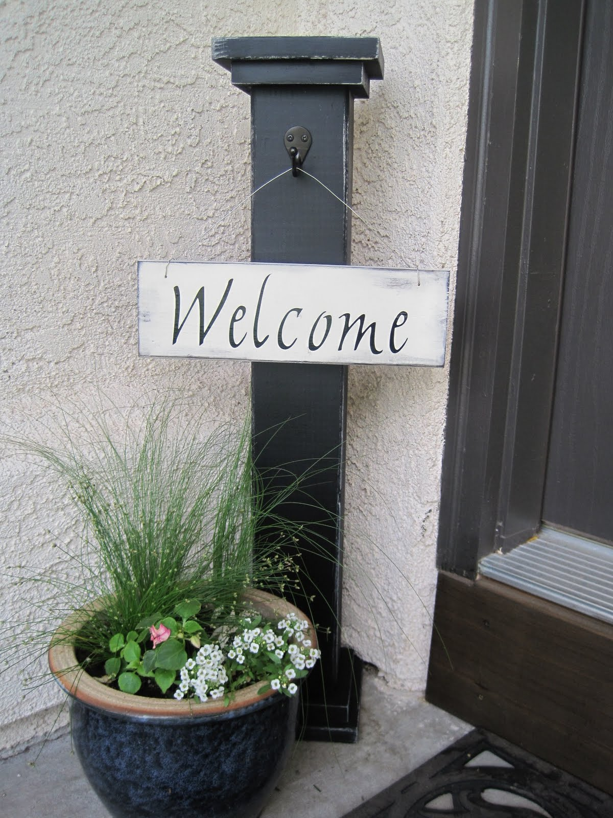 DIY Welcome Column