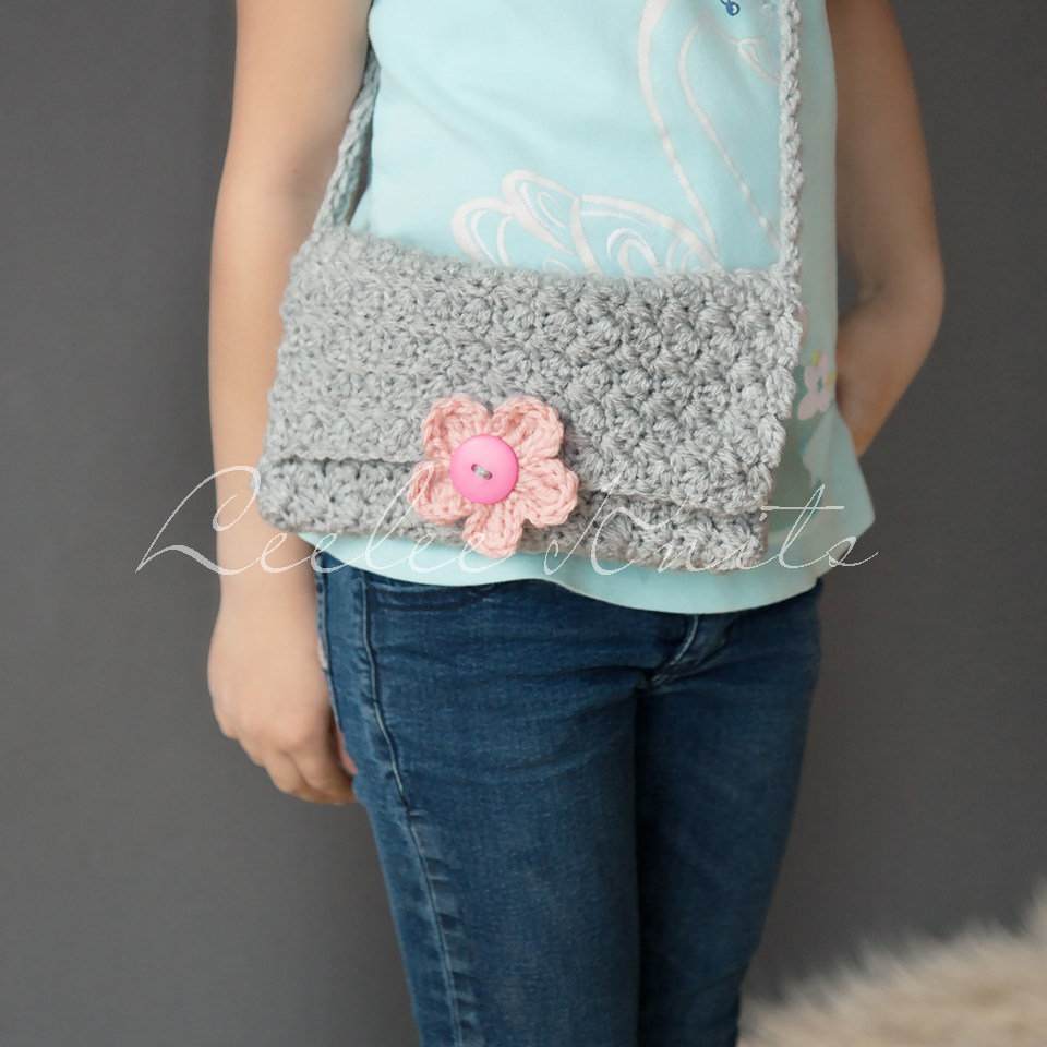 Purse With Interchangeable Flower Button