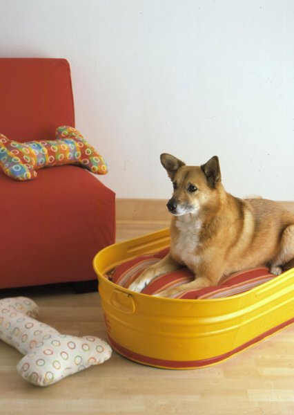 Turn a galvanized tub into a dog bed