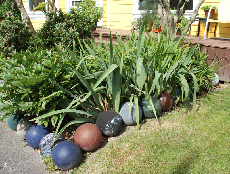 Cheap Garden Border Edging Ideas how to make a garden path edging using logs for path borders idea Bowling Ball Edging