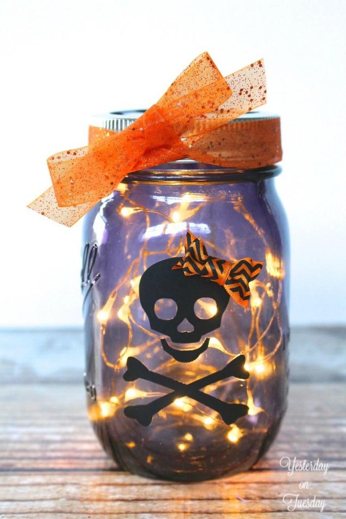 String Lights Jar : 16 AWESOME Halloween Mason Jar Crafts