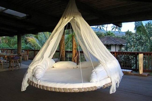 Swinging Bed Made With a Recycled Trampoline