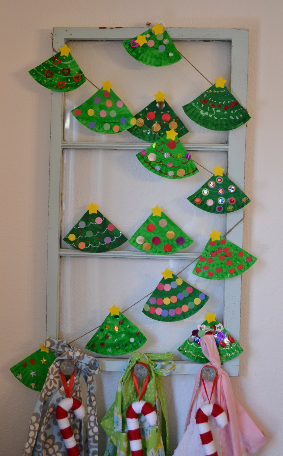 paper plate Christmas tree garland